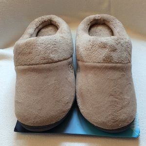 Isotoner Taupe Slippers